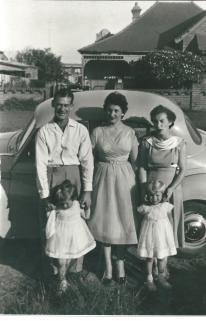 Adams Family Beryl Monty Stylish Mum