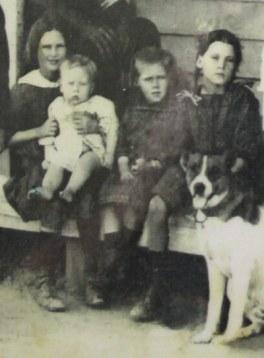 Tess Gidge Mabel-Mid Dorothy Adams c1919