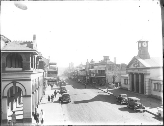HRCP5088-Beardy-Street Armidale Court House Foreground on Right